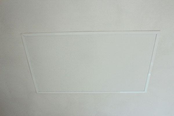 In het plafond aangebrachte infrarood panelen vallen nauwelijks op.